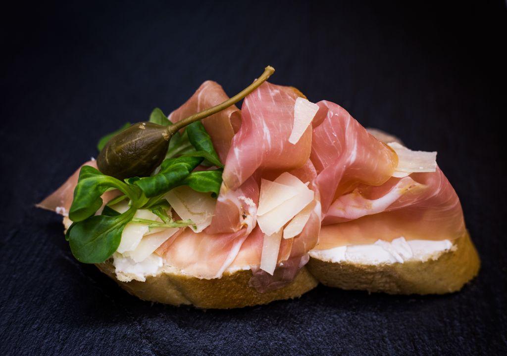 Obrázek - Prosciutto crudo chlebíček